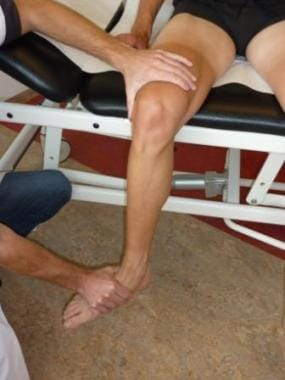 Checking rotation of the knee in passive mobilizat